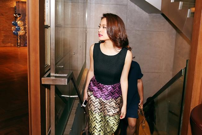 Hoàng Thùy Linh mừng sinh nhật sớm, cùng fan xem trước MV mới - Ảnh 3.