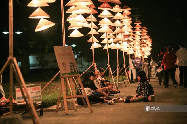 Hà Nội đẹp lung linh với hàng ngàn chiếc nón lá thắp sáng trong Festival Áo dài 2016 - Ảnh 5.