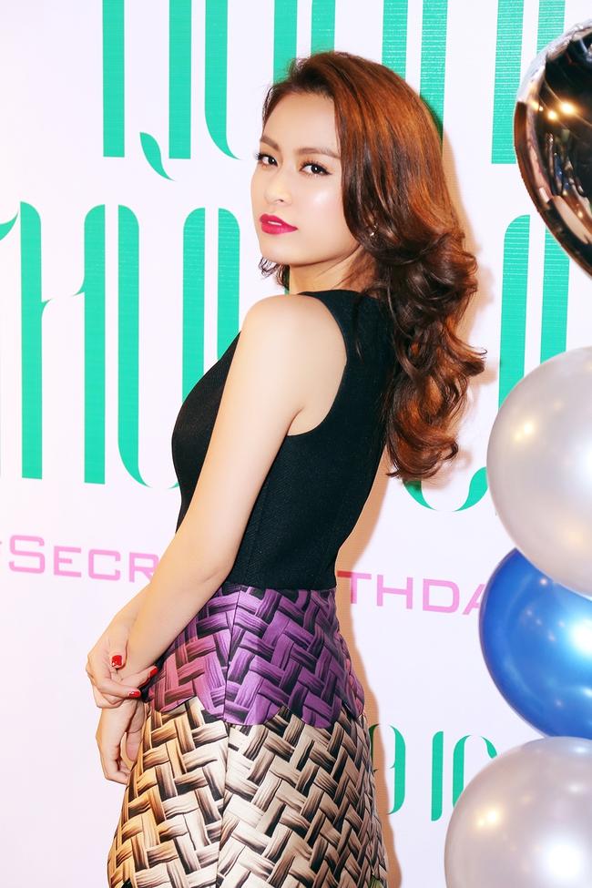 Hoàng Thùy Linh mừng sinh nhật sớm, cùng fan xem trước MV mới - Ảnh 4.