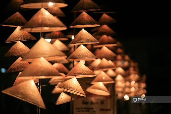 Hà Nội đẹp lung linh với hàng ngàn chiếc nón lá thắp sáng trong Festival Áo dài 2016 - Ảnh 6.