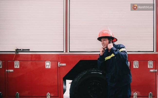 Anh chàng 20 tuổi điển trai và quyết định khác lạ: Bỏ đại học để theo đuổi nghiệp lính cứu hộ - Ảnh 1.
