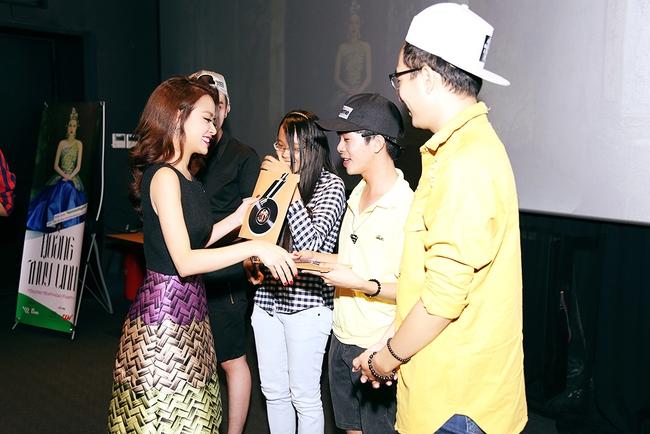 Hoàng Thùy Linh mừng sinh nhật sớm, cùng fan xem trước MV mới - Ảnh 7.