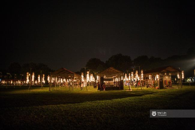 Hà Nội đẹp lung linh với hàng ngàn chiếc nón lá thắp sáng trong Festival Áo dài 2016 - Ảnh 3.
