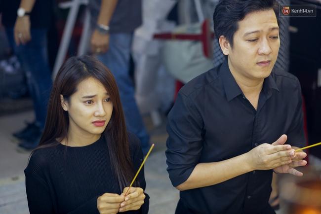 Lễ tang Minh Thuận đêm cuối: Trường Giang - Nhã Phương cùng sao Việt đến tiễn đưa người anh, người đồng nghiệp đáng mến! - Ảnh 16.