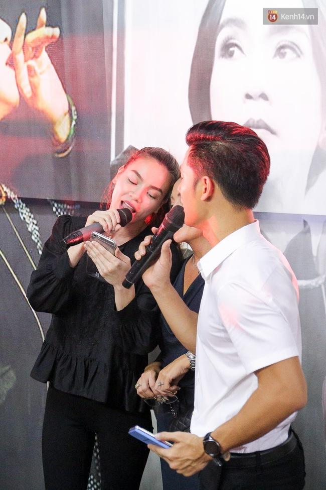 Dưới cơn mưa, anh em đồng nghiệp đang cùng hát những ca khúc vang danh, Minh Thuận ơi, anh mỉm cười chào tạm biệt nhé! - Ảnh 31.