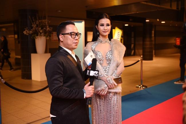 Đông Nhi quyến rũ tại EMA 2016, trả lời phỏng vấn cho kênh MTV Asia - Ảnh 8.