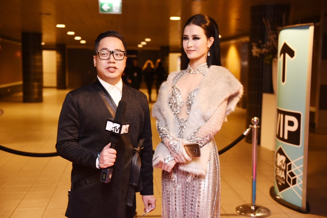 Đông Nhi quyến rũ tại EMA 2016, trả lời phỏng vấn cho kênh MTV Asia - Ảnh 7.
