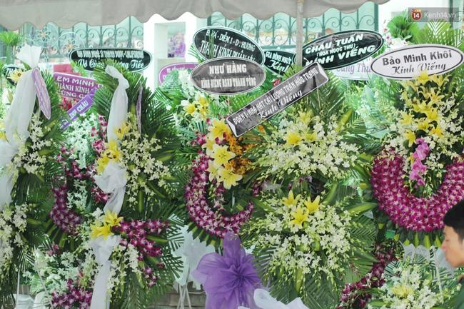 Thành Lộc, Hữu Châu và đồng nghiệp xúc động viếng tang lễ NSND Thanh Tòng - Ảnh 21.