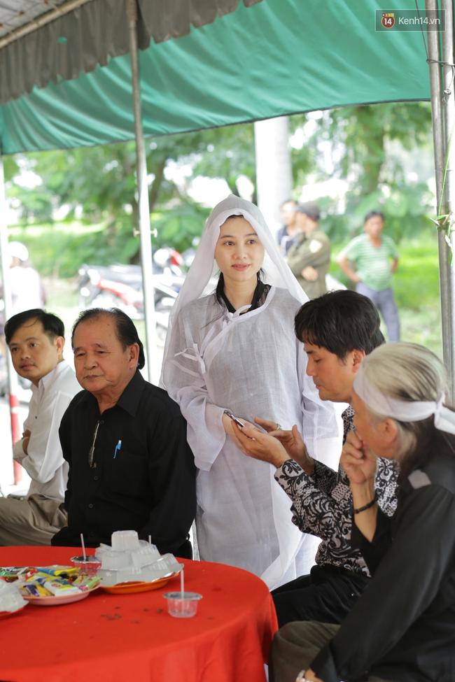 Thành Lộc, Hữu Châu và đồng nghiệp xúc động viếng tang lễ NSND Thanh Tòng - Ảnh 1.
