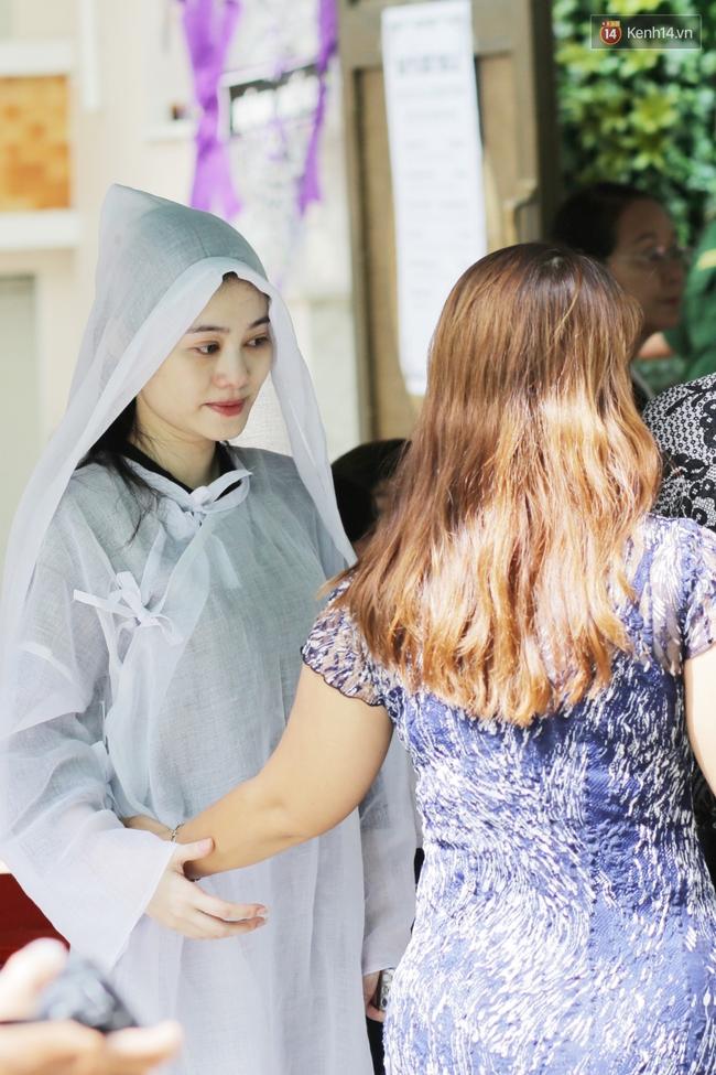 Thành Lộc, Hữu Châu và đồng nghiệp xúc động viếng tang lễ NSND Thanh Tòng - Ảnh 2.