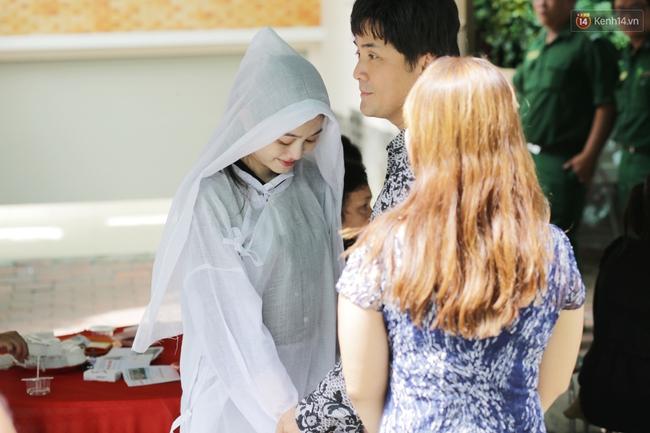 Thành Lộc, Hữu Châu và đồng nghiệp xúc động viếng tang lễ NSND Thanh Tòng - Ảnh 3.