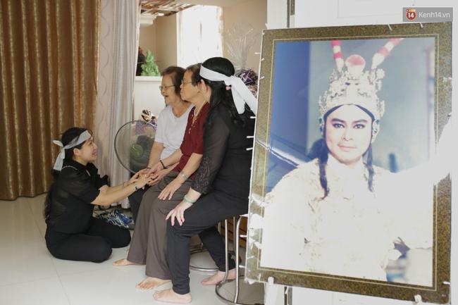 Thành Lộc, Hữu Châu và đồng nghiệp xúc động viếng tang lễ NSND Thanh Tòng - Ảnh 7.