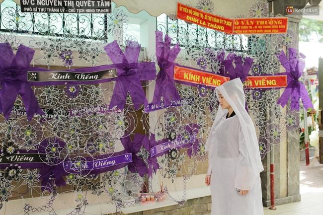 Thành Lộc, Hữu Châu và đồng nghiệp xúc động viếng tang lễ NSND Thanh Tòng - Ảnh 4.