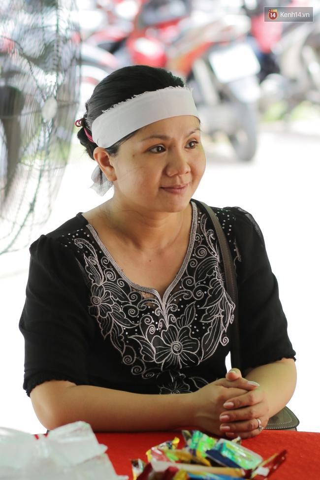 Thành Lộc, Hữu Châu và đồng nghiệp xúc động viếng tang lễ NSND Thanh Tòng - Ảnh 6.