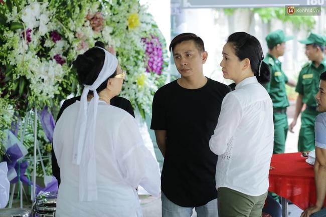 Thành Lộc, Hữu Châu và đồng nghiệp xúc động viếng tang lễ NSND Thanh Tòng - Ảnh 11.