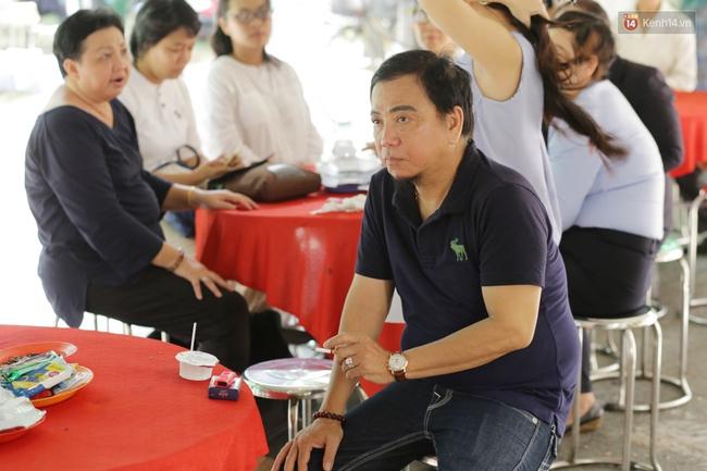 Thành Lộc, Hữu Châu và đồng nghiệp xúc động viếng tang lễ NSND Thanh Tòng - Ảnh 12.