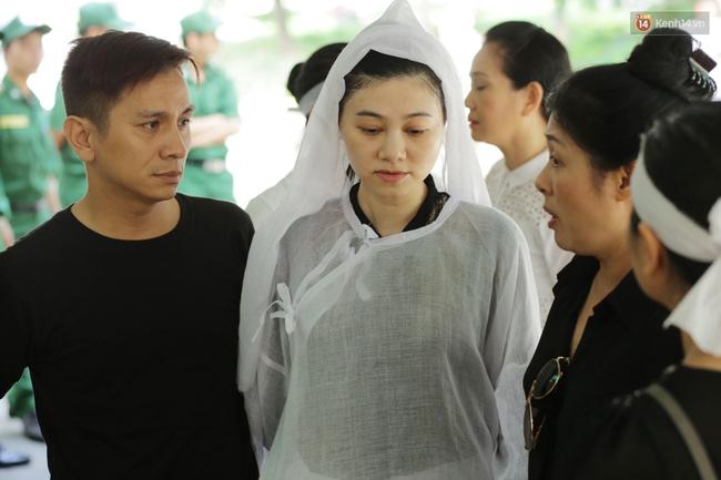 Thành Lộc, Hữu Châu và đồng nghiệp xúc động viếng tang lễ NSND Thanh Tòng - Ảnh 13.