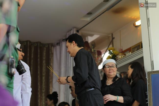 Thành Lộc, Hữu Châu và đồng nghiệp xúc động viếng tang lễ NSND Thanh Tòng - Ảnh 14.