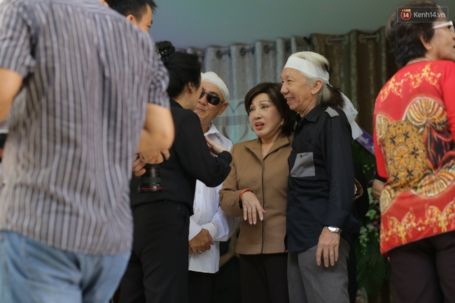 Thành Lộc, Hữu Châu và đồng nghiệp xúc động viếng tang lễ NSND Thanh Tòng - Ảnh 15.