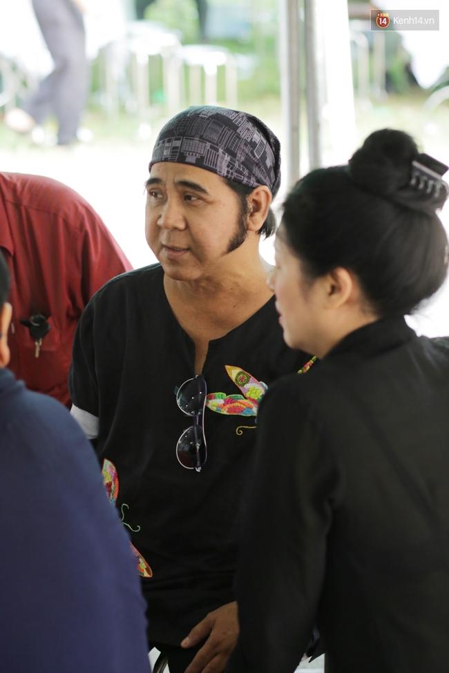 Thành Lộc, Hữu Châu và đồng nghiệp xúc động viếng tang lễ NSND Thanh Tòng - Ảnh 16.