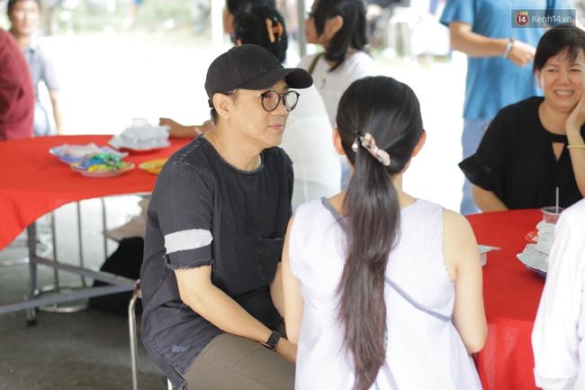 Thành Lộc, Hữu Châu và đồng nghiệp xúc động viếng tang lễ NSND Thanh Tòng - Ảnh 8.