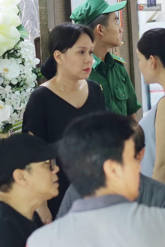Thành Lộc, Hữu Châu và đồng nghiệp xúc động viếng tang lễ NSND Thanh Tòng - Ảnh 17.