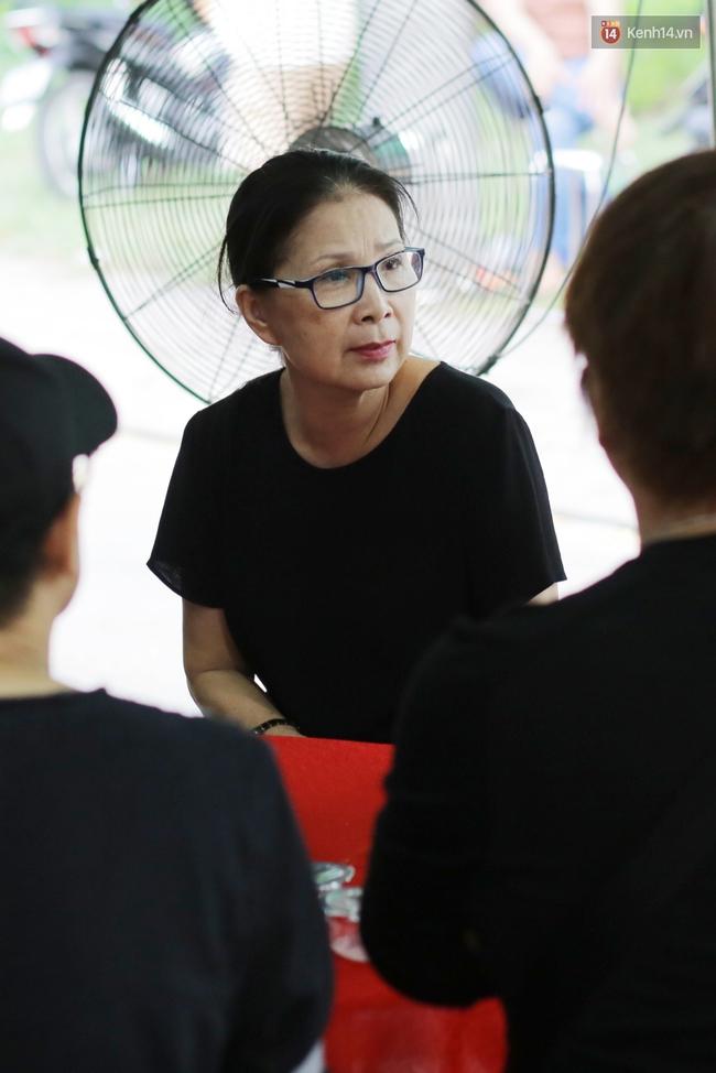 Thành Lộc, Hữu Châu và đồng nghiệp xúc động viếng tang lễ NSND Thanh Tòng - Ảnh 18.