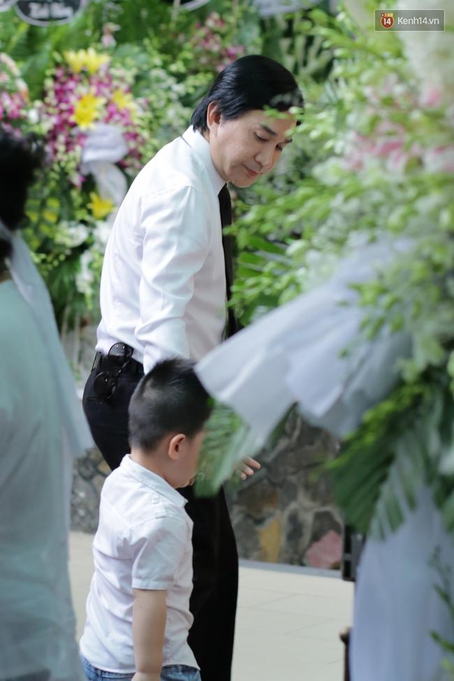 Thành Lộc, Hữu Châu và đồng nghiệp xúc động viếng tang lễ NSND Thanh Tòng - Ảnh 19.