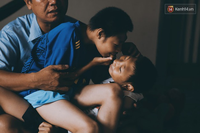 Đừng nóng, con ơi... - câu chuyện tình yêu của người cha đơn độc nuôi 2 đứa con bại não - Ảnh 10.