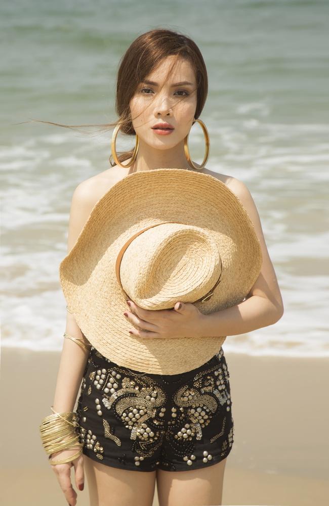 Yến Trang bán nude, Vũ Ngọc Anh đốt mắt với hình thể nóng bỏng - Ảnh 3.