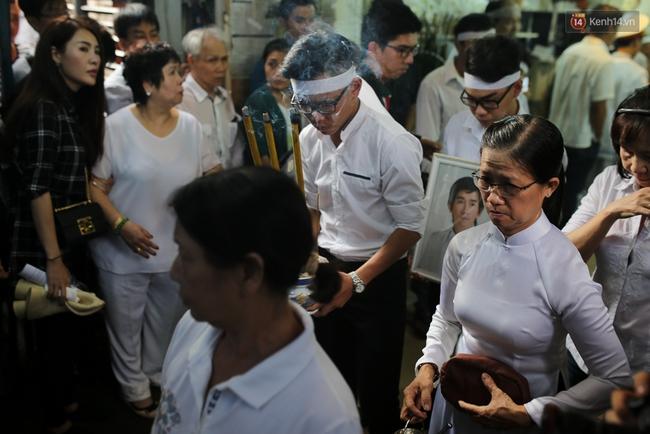 Bố Minh Thuận, Nhật Hào bật khóc xúc động trong tang lễ - Ảnh 24.