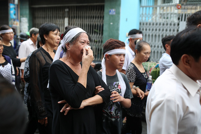 Bố Minh Thuận, Nhật Hào bật khóc xúc động trong tang lễ - Ảnh 30.