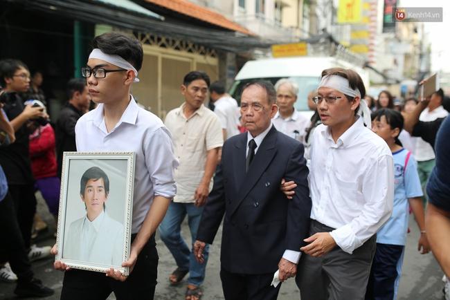 Bố Minh Thuận, Nhật Hào bật khóc xúc động trong tang lễ - Ảnh 31.