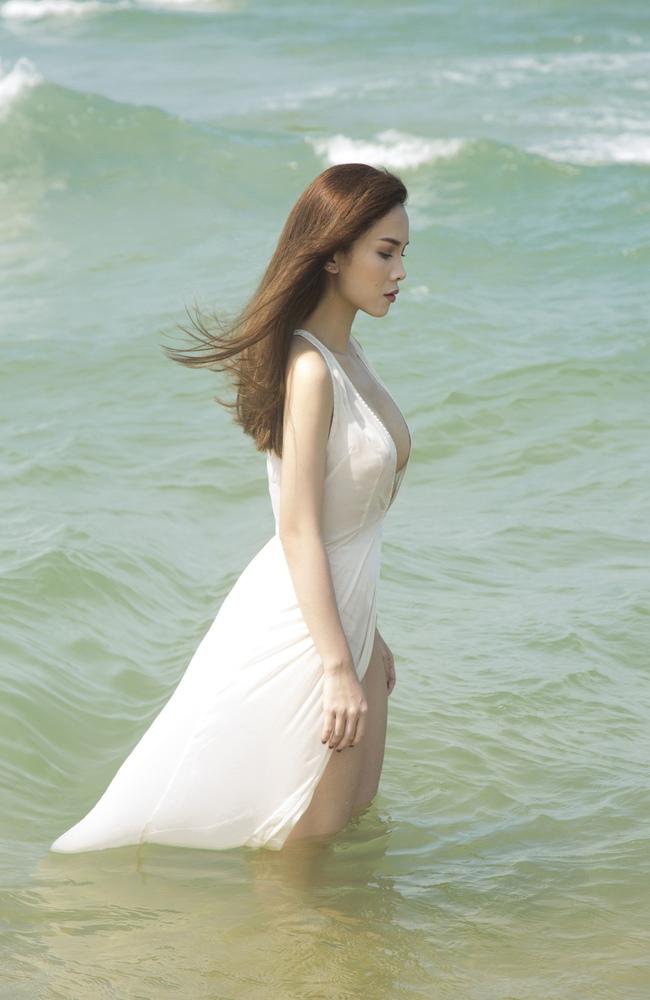 Yến Trang bán nude, Vũ Ngọc Anh đốt mắt với hình thể nóng bỏng - Ảnh 5.