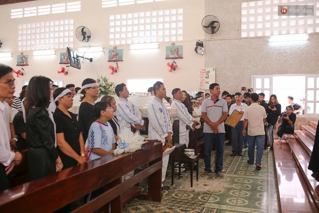 Bố Minh Thuận, Nhật Hào bật khóc xúc động trong tang lễ - Ảnh 32.