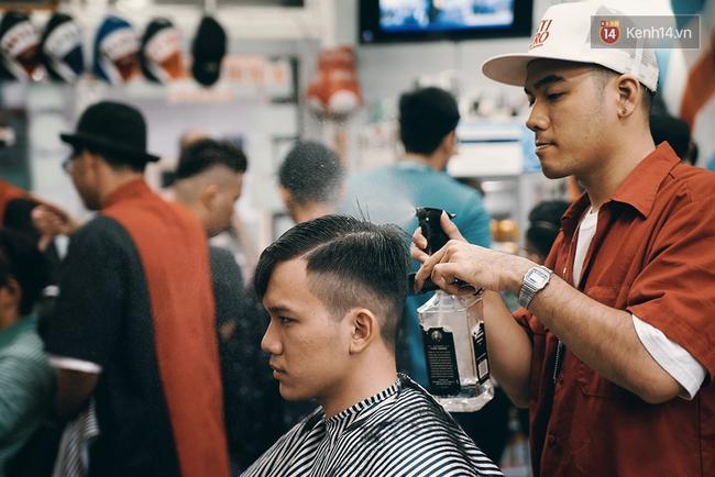 Khám phá tiệm cắt tóc chất chơi nhất Sài Gòn của những chàng barber xăm trổ đầy mình - Ảnh 11.