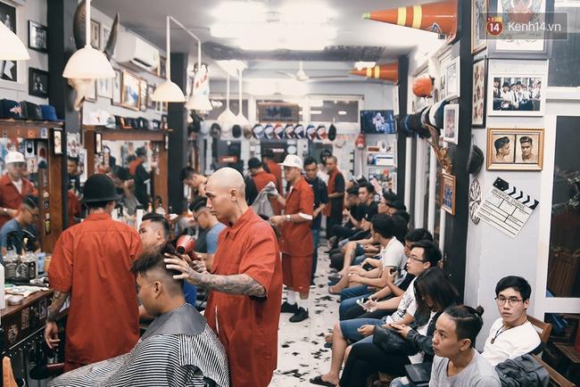 Khám phá tiệm cắt tóc chất chơi nhất Sài Gòn của những chàng barber xăm trổ đầy mình - Ảnh 12.