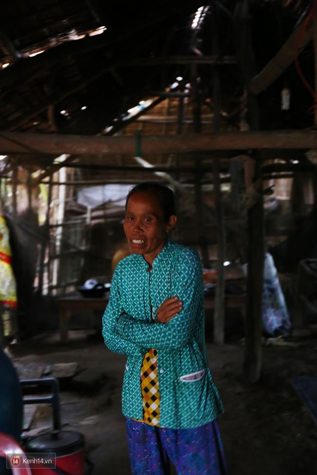 Gia cảnh nhà Tùng Sơn: Ở nhà đất, lợp mái lá, vẫn cố cho con 50 nghìn lên Sài Gòn - Ảnh 9.
