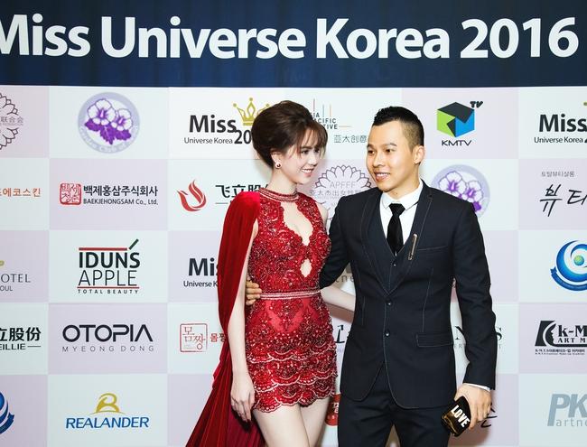Ngọc Trinh khoe chân trắng nõn, được BTC tặng hoa trên sân khấu Hoa hậu Hàn Quốc 2016 - Ảnh 9.