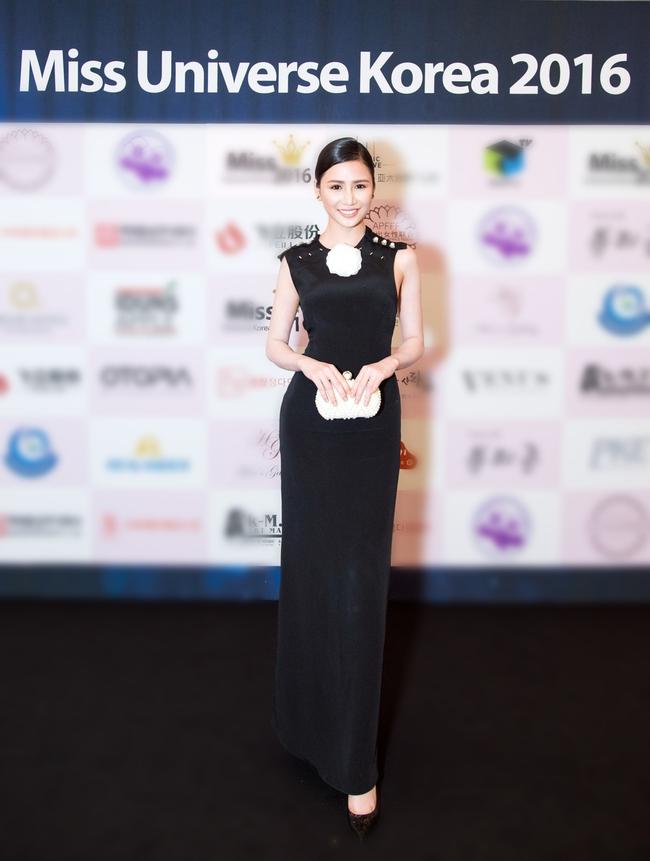 Ngọc Trinh khoe chân trắng nõn, được BTC tặng hoa trên sân khấu Hoa hậu Hàn Quốc 2016 - Ảnh 14.