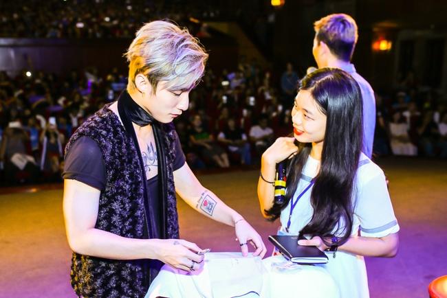 Sau 5 năm, Sơn Tùng M-TP bất ngờ khi gặp lại cô bé fan đã đặt nickname Sky cho mình! - Ảnh 9.