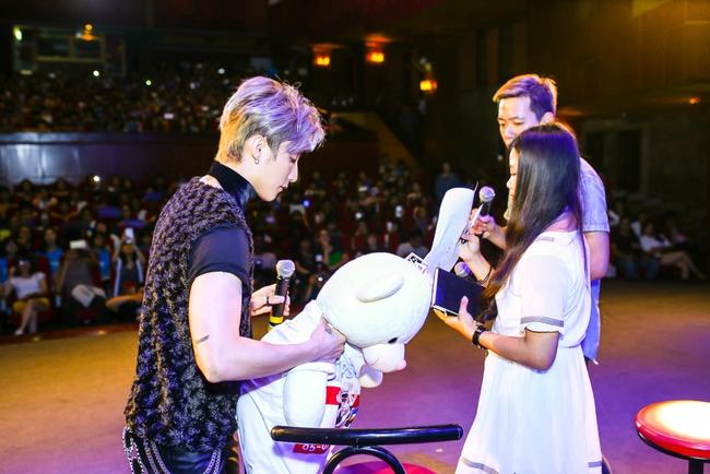 Sau 5 năm, Sơn Tùng M-TP bất ngờ khi gặp lại cô bé fan đã đặt nickname Sky cho mình! - Ảnh 12.