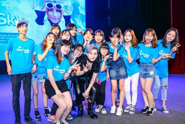 Sau 5 năm, Sơn Tùng M-TP bất ngờ khi gặp lại cô bé fan đã đặt nickname Sky cho mình! - Ảnh 25.