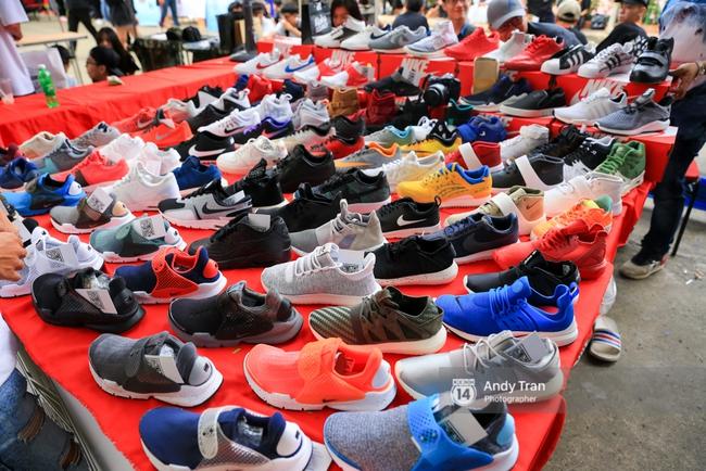 Khó mà tin được, hàng nghìn bạn trẻ Sài Gòn này tụ tập lại chỉ để... ngắm và mua giày Sneaker - Ảnh 7.
