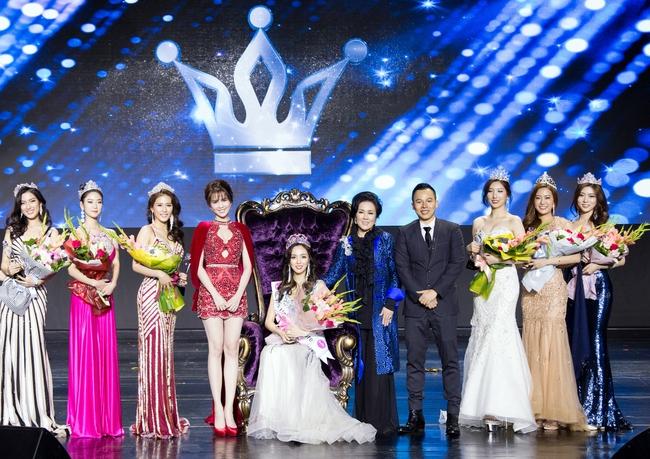 Ngọc Trinh khoe chân trắng nõn, được BTC tặng hoa trên sân khấu Hoa hậu Hàn Quốc 2016 - Ảnh 3.