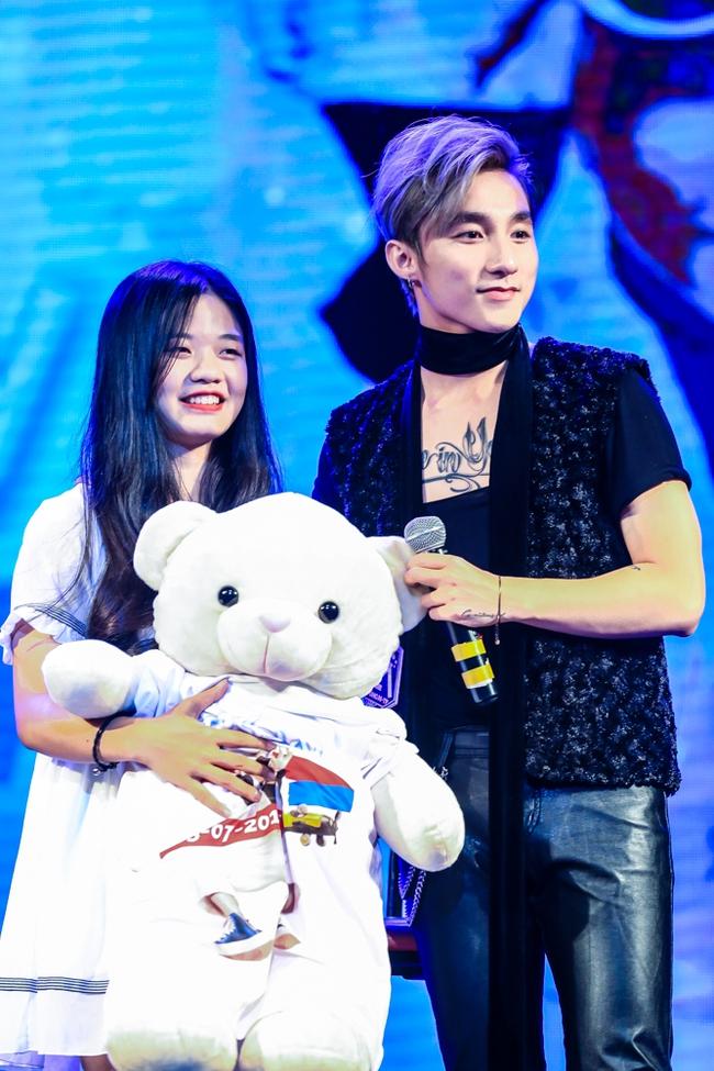 Sau 5 năm, Sơn Tùng M-TP bất ngờ khi gặp lại cô bé fan đã đặt nickname Sky cho mình! - Ảnh 13.