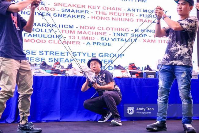 Khó mà tin được, hàng nghìn bạn trẻ Sài Gòn này tụ tập lại chỉ để... ngắm và mua giày Sneaker - Ảnh 18.