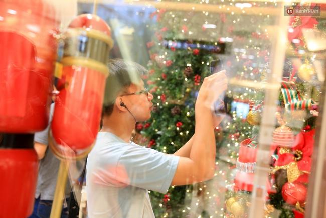 Có thể bạn không để ý, Sài Gòn đã đẹp lộng lẫy và ngập tràn không khí Giáng Sinh rồi - Ảnh 6.