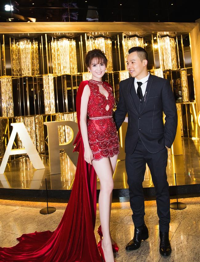 Ngọc Trinh khoe chân trắng nõn, được BTC tặng hoa trên sân khấu Hoa hậu Hàn Quốc 2016 - Ảnh 11.