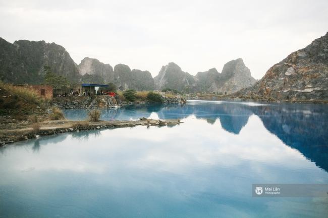 Hồ nước xanh ngắt kì lạ ở Hải Phòng: Địa điểm mới đang khiến giới trẻ xôn xao - Ảnh 2.